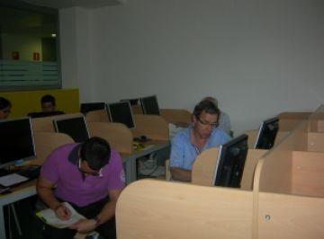 Un simulador ajuda emprenedors a aprendre com prendre decisions a l'empresa