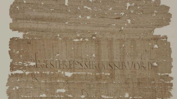 El Centre de Restauració de Béns Mobles de Catalunya restaura una butlla pontifícia de l'any 1001