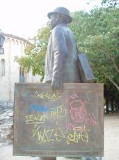 L'estàtua, obra de Pascal Plasència, va ser inaugurada l'octubre de 2002