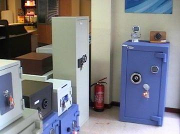 Creix la demanda de caixes fortes per por a una possible fallida d'entitats d'estalvis
