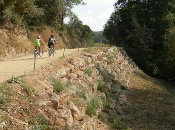 Ajuntament i Consorci de Collserola reforcen un tram del camí de Can Borrell
