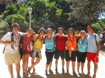 Sis joves de Sant Cugat participen en una trobada cristiana multitudinària a Santiago de Compostela