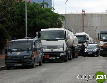 El govern garanteix la distribució de combustible, aliments i medicines