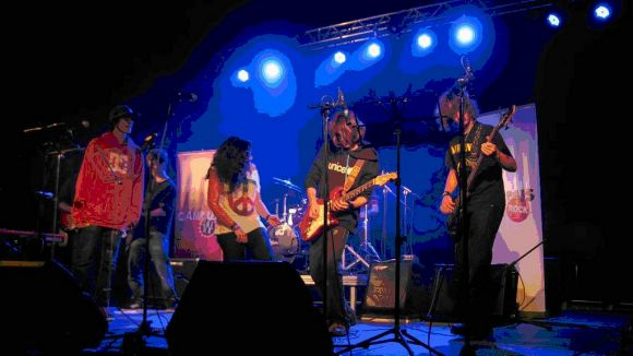 El Casal de Joves TorreBlanca ofereix una àmplia gamma d'activitats