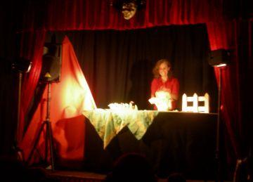 La caputxeta vermella de Titelles Trac-Trac amplia funcions a Can Ninot per la bona resposta de públic
