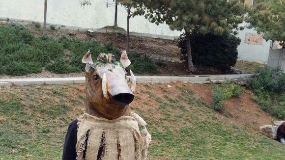 El Senglar Cultural crea un capgròs en forma de senglar per participar a les festes locals