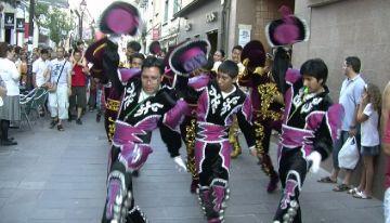 La tradició boliviana es fa un lloc en la Festa Major amb la Rua Caporales