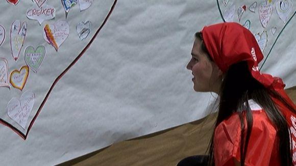 Una voluntària, durant l'acte de celebració