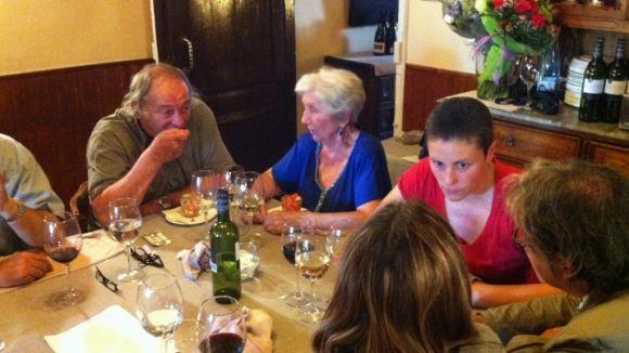 L'expropietària d'El Mesón, Carmen Rojo, homenatjada pels seus amics