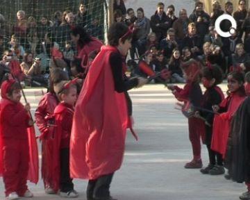 Les escoles santcugatenques celebren el carnaval amb disfresses i danses de tota mena