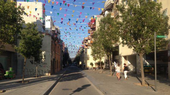Estat actual del carrer de la Creu a la cruïlla amb el passeig de Francesc Macià