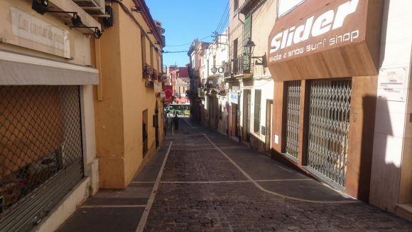 El veí que va caure dissabte al carrer d'Endavallada, a l'UCI en estat molt greu