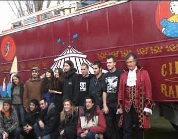 L'Escola d'Art firma un carruatge del Circ Raluy