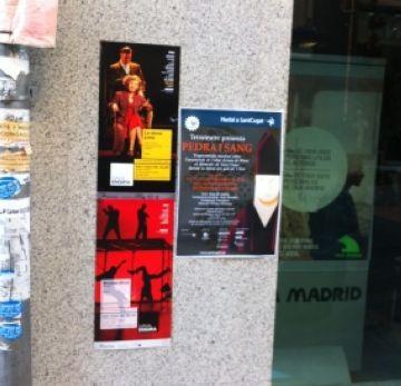Cap denúncia pels cartells del Teatre-Auditori penjats irregularment