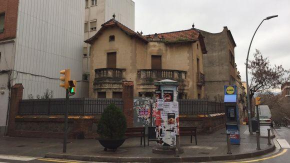 L'Ajuntament estudiarà la compra del xalet de l'avinguda Cerdanyola per convertir-lo en un equipament municipal