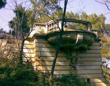 Les obres d'enderrocament no afecten l'antic casino, avui en estat de runa.
