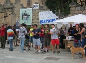 El 15-M de Sant Cugat denuncia el paper dels bancs amb un acte reivindicatiu