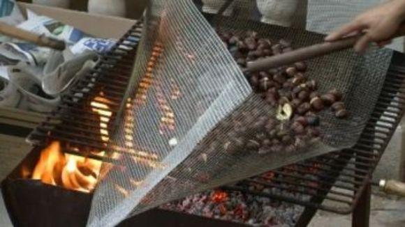 Vuit parades venen castanyes i moniatos a Sant Cugat