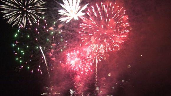 El Castell de Focs il·lumina el cel de Sant Cugat l'última nit de Festa Major
