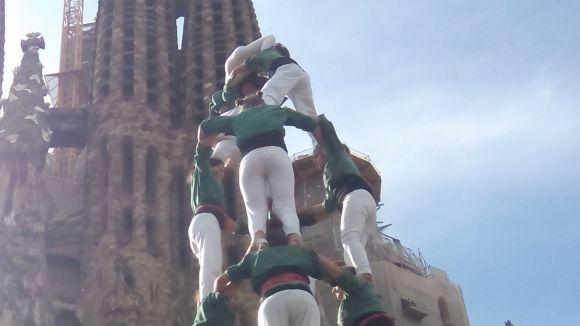 Els Gausacs carreguen la clàssica de 8 a la Diada dels Castellers de la Sagrada Família