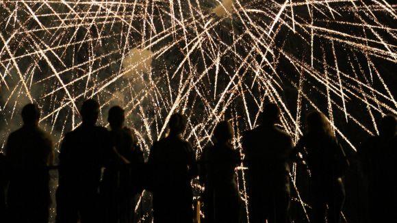 La Factoria Mascaró i el Castell de focs il·luminen l'última nit de Festa Major