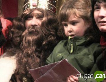 Milers de santcugatencs s'apleguen als carrers per rebre els Reis d'Orient