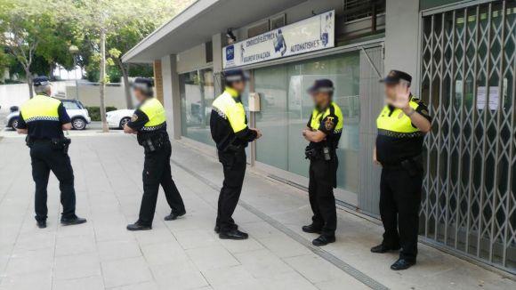 La Policia Local a l'exterior del Club Cànem Mil·lenari / Foto: Cedida