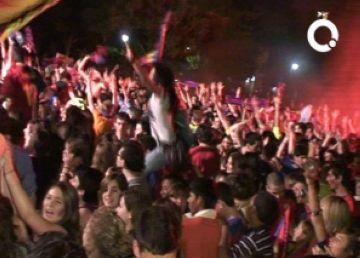Esclat d'alegria a la plaça d'Octavià amb el triplet del Barça