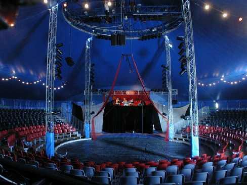 250 santcugatencs assiteixen al primer espectacle d''Il Circo di Venezia' a la ciutat