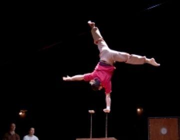 Els més petits gaudeixen del circ contemporani de la mà de 'Circumstàncies'