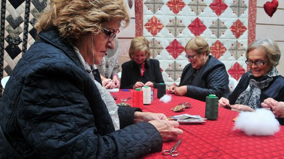 Santcugatenques participant en una activitat al carrer / Foto: Premsa Sant Cugat
