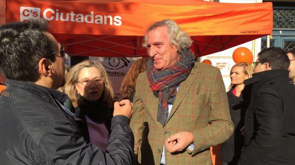 El candidat al Senat de C's Nito Fontcuberta durant la visita a Sant Cugat