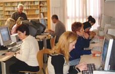 L'Escola d'Adults obre per primera vegada les seves portes per mostrar l'oferta educativa del curs que ve