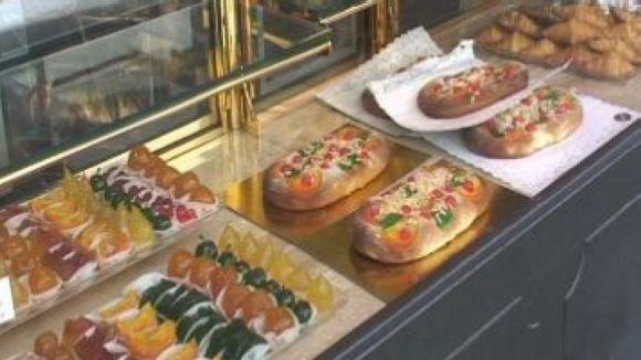 La Cookiteca i el pastisser Baixas ensenyen a fer coques de Sant Joan