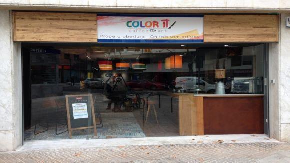 Color it ofereix a l'avinguda Lluís Companys cafeteria i ceràmica en un únic espai