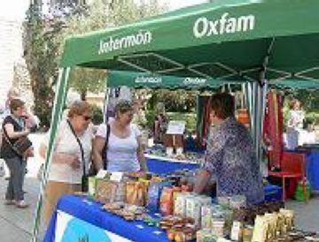 Intermón Oxfam surt al carrer per trencar el tòpic que el comerç just és més car