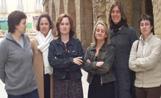 Les integrants de la nova associació fotografies al carrer Major