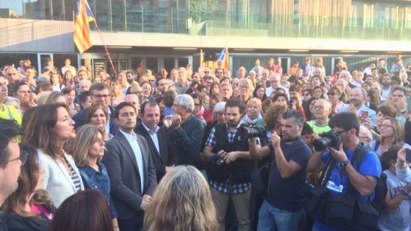 Càrrecs electes reproven 'la suspensió de l'autonomia' acompanyats de 500 santcugatencs