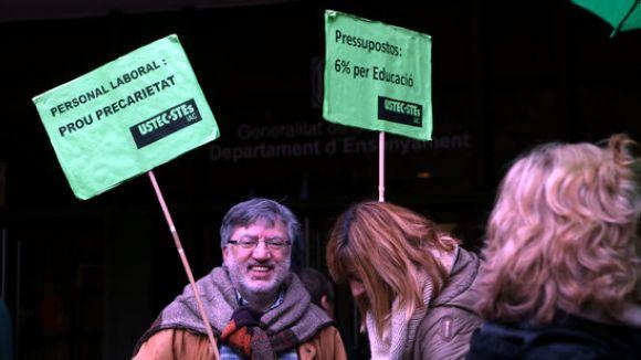 Membres d'USTEC-STEs a la concentració davant Ensenyament / Foto: ACN