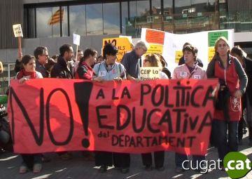 Prop de 200 mestres de la ciutat se sumen a la concentració contra la Llei d'Educació