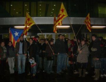 Concentració de rebuig a la sentència contra el català davant l'ajuntament