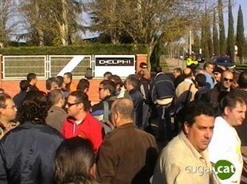 Els treballadors s'han concentrat a l'entrada de la planta