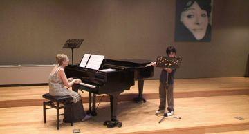 Alumnes i professors de l'Escola Carme Talleda pugen plegats a l'escenari la seva passió per la música