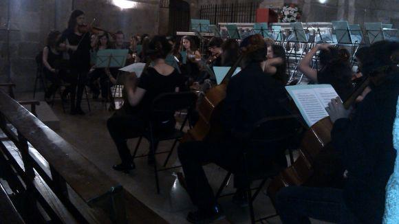 Mariona Benet i Anna Font actuen a un concert de Festa Major amb menys públic