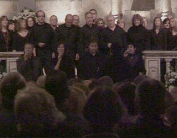 Oncolliga omple fins l'últim banc del Monestir en un concert solidari de gospel