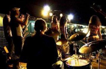 Els Palomino Shakers arrosseguen 160 persones a Valldoreix a ritme de soul i funk