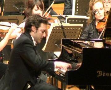 Triple celebració a un nou concert de Sant Jordi de l'OSSC ple de gom a gom