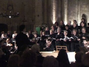 El concert de Nadal de la coral del Club Muntanyenc aplega prop de 300 persones al Monestir