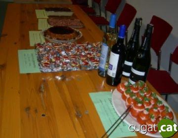 Els participants al 'Voluntariat per la Llengua' comparteixen plats d'arreu del món en un concurs