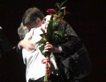 La gent gran sorprèn Recoder en el concert de Nadal amb un homenatge per la seva gestió
